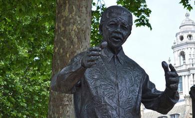 Sharing the news of Nelson Mandela's death on social media | Media news | Journalism.co.uk | Jornalismo Online | Scoop.it