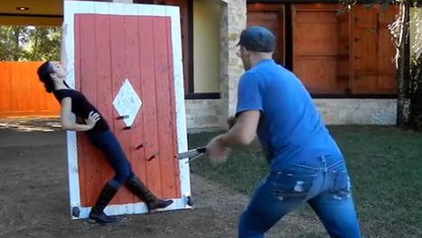 Jeter des couteaux enflammés à sa copine : une activité de couple comme les autres | Humour 2.0 | Scoop.it