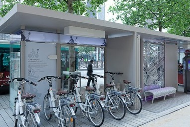 Paris' Boulevard Diderot Gets What Is Probably the World's Best Bus Stop | Urban Life | Scoop.it