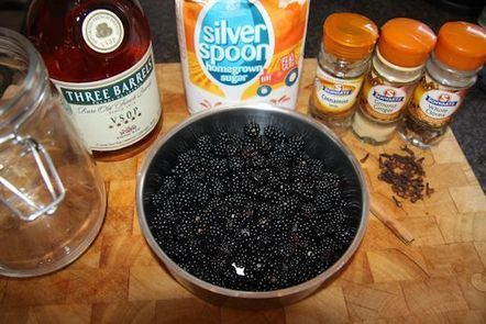 How To Make Blackberry Brandy Christmas Liqueur Recipe | Bushcraft Blog | Scoop.it