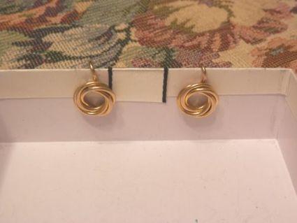 VINTAGE ELEGANT 1/20 14K GOLD FILLED KNOT SCREWBACK EARRINGS SIGNED RECORD | Beautiful Vintage Find!! | Scoop.it