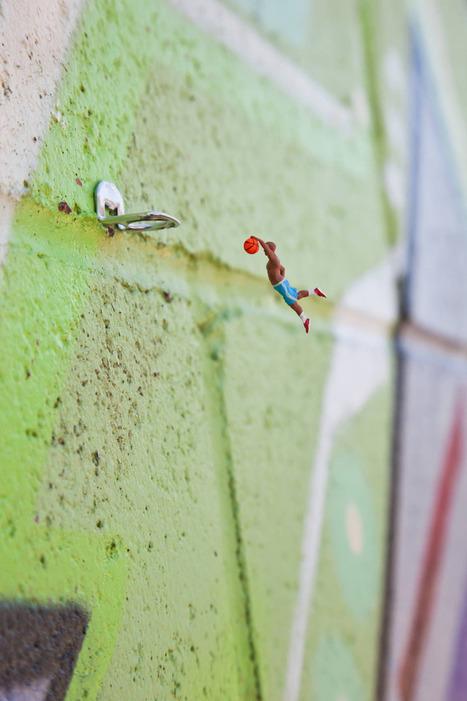 "#Slinkachu's ""Miniaturesque"": #Miniature People Take Over the Urban World. #art #sculpture #streetart | Luby Art | Scoop.it"