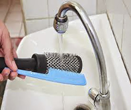 For good scalp and hair health wash your comb every week, it would be the… | hairtransplantdelhi.org | Scoop.it