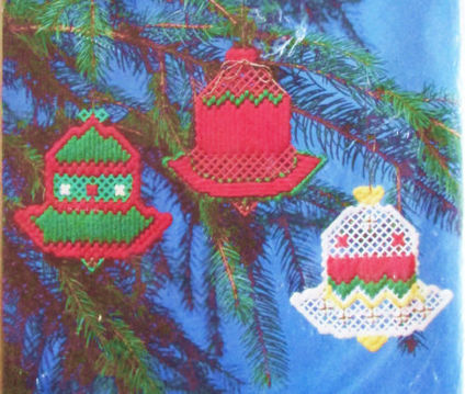 Christmas Holiday Bells Plastic Point Mesh Ornaments Needlepoint Kit NMI 1104 | Gobelin Crafts For Your Home | Scoop.it