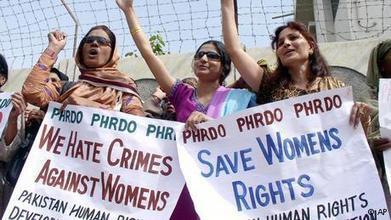 Pakistani women continue to fight gender inequality | Asia | DW.DE | 26.09.2012 | Violence against Women | Scoop.it