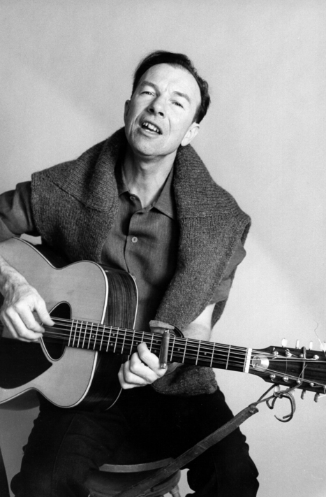 Pete Seeger: 20 Essential Tracks Pictures - An American Icon   Rolling Stone   Musicians Doing Good   Scoop.it