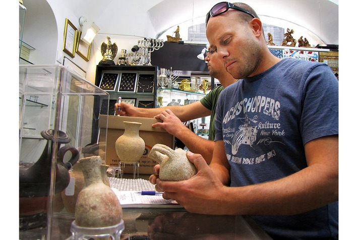 Hundreds of ancient Artifacts that were traded without a license were seized during a raid | Art Daily | Asie | Scoop.it