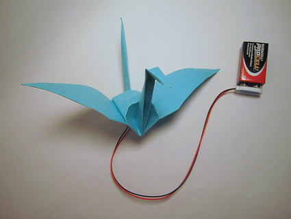 Origami Crane Flaps its Wings With Memory Alloy | Maker Lessons & Activities | Scoop.it