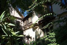 Paris : Maison Eymonaud, une villa néo-gothique à Montmartre - 7 impasse Marie-Blanche - XVIIIème   Centenaire   Scoop.it