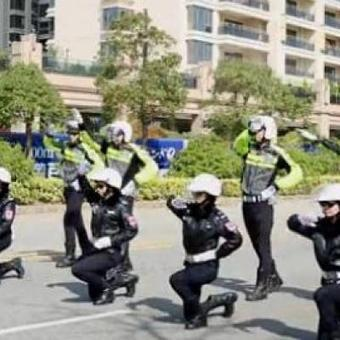 La police chinoise danse pour la sécurité routière (vidéo)   Sécurité routière, sécurité 2 roues   Scoop.it