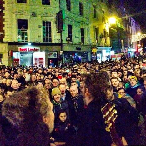 No Bono, but famous faces sing for hundreds at Christmas Eve busk on Grafton St | STREET POP | Scoop.it