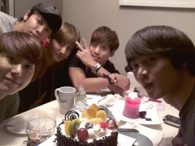 SHINee's Minho shares a picture from his birthday party via Kyuhyun's Twitter - allkpop   sparkels   Scoop.it