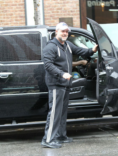 Russell Crowe Hits The Streets In NYC - Russell Crowe - Photos ... | American Gangster Russell Crowe Leather costume | Scoop.it