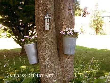 16+ More Creative Garden Container Ideas - Empress of Dirt | Gardening ideas | Scoop.it