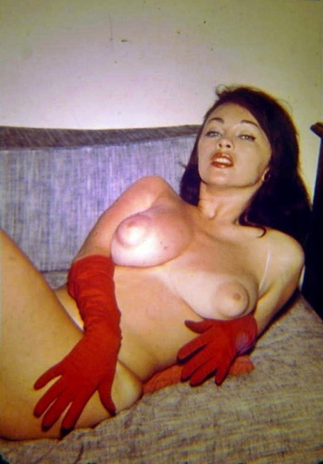 Classic 1950s Nude Wearing Red Gloves | Sex History | Scoop.it