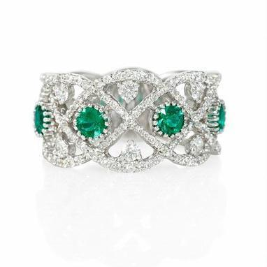 Diamond and Emerald Antique Style 18k White Gold Ring | Riveting Rings | Scoop.it