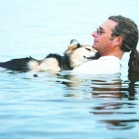 Man Cradles His Sick 19-Year-Old Dog In Lake Superior To Help Ease Its Arthritis Pain | Colors Of My Life... Remembering Tommy | Scoop.it
