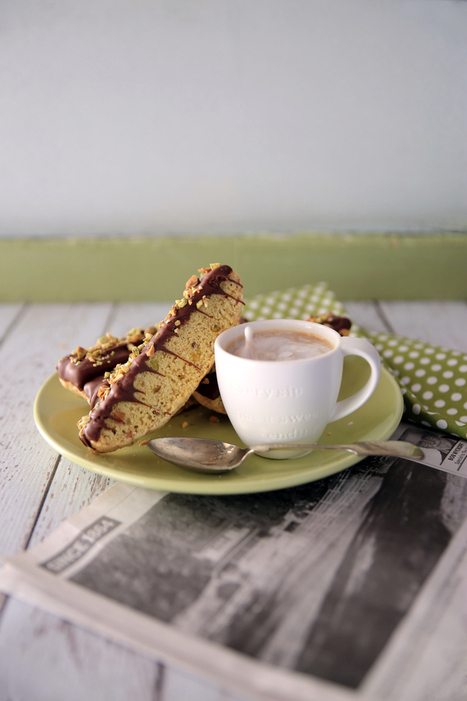 Pistachio Almond Biscotti | The Man With The Golden Tongs Hands Are In The Oven | Scoop.it