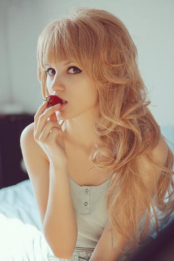 صور اغراء بنات 2014 - صور بنت تاكل فراولة مثيرة جدا 2014 | داونلود هوت سوفت وير | Scoop.it