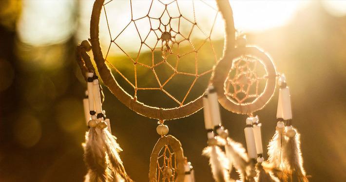 Quelles sont les origines de l'attrape-rêves, ce mystérieux objet traditionnel ? | Soocurious | Kiosque du monde : Amériques | Scoop.it