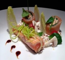 Dos de saumon mi-cuit, nectar gingembre soja, rillettes de saumon comme un maki, chantilly à la poitrine fumée et légumes croquants | L'actu de la restauration | Scoop.it