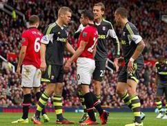 Robin Van Persie in furious tunnel bust-up against Stoke | Football ... | sport et divertissement | Scoop.it
