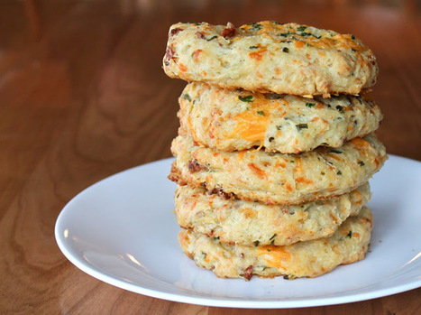 Yammie's Noshery: Cheddar Bacon Biscuits | The Man With The Golden Tongs Hands Are In The Oven | Scoop.it