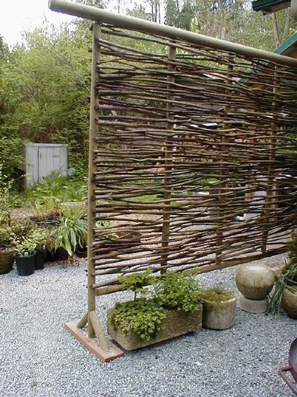 Twig privacy fence ~ pretty and looks easy to make | Garden Ideas by Team Pendley | Scoop.it