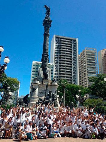 Artistas baianos 'choram ao pé do caboclo' em protesto por mais cultura - Correio da Bahia | Investimentos em Cultura | Scoop.it