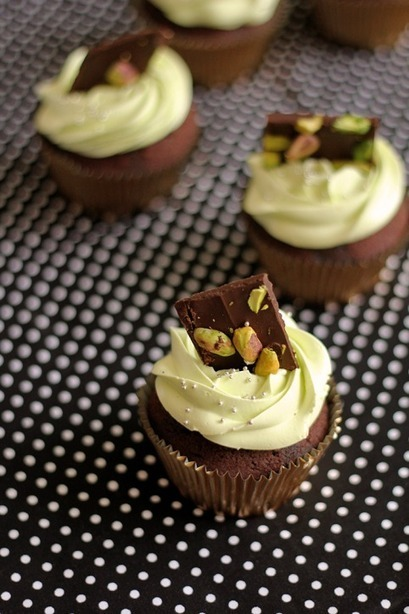 Mint Chocolate Cupcakes! | The Man With The Golden Tongs Hands Are In The Oven | Scoop.it
