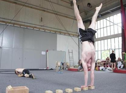 École de cirque : les terminales sont dans la place | Chatellerault, secouez-moi, secouez-moi! | Scoop.it