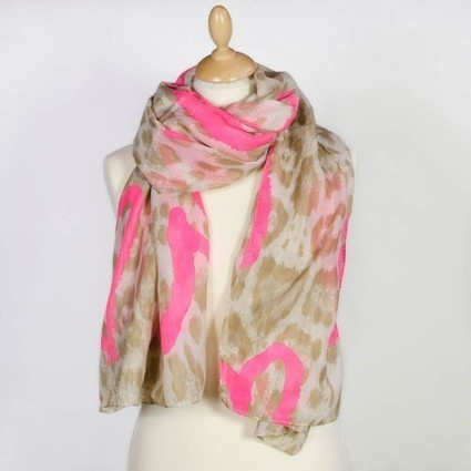 Foulard fantaisie impression léopard à coeurs roses fluo   Accessoires de mode femme   Scoop.it