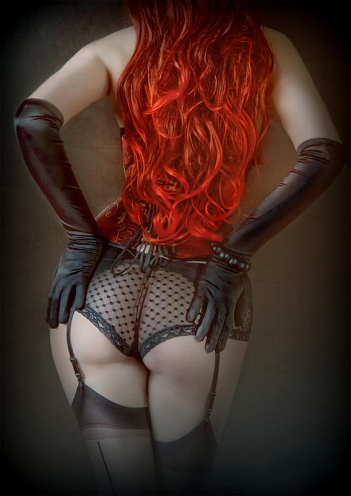 Рыжая куртизанка выложила сюда свои интим фото  185629