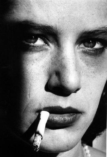 """HELMUT NEWTON: """"Skewing Lines: On Pervs, Pearls and Sex Dolls""""   Photo   Scoop.it"""