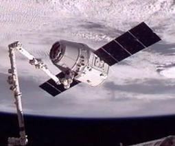SpaceX's capsule arrives at ISS | More Commercial Space News | Scoop.it
