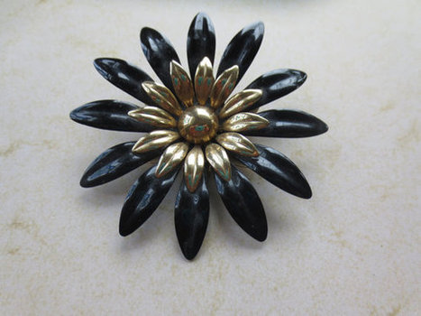 Sarah Coventry pin/brooch. retro. vintage. Mad Men. Mother's Day.   Vintage Jewelry   Scoop.it