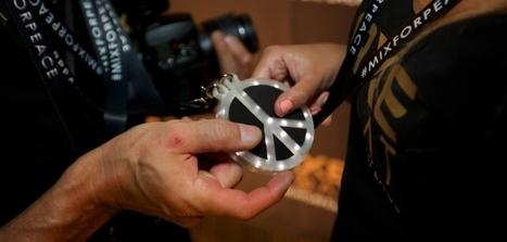 Un dispositif #RFID autour du symbole de la paix pour se rajouter en ami sur Facebook | Autres Vérités | Scoop.it