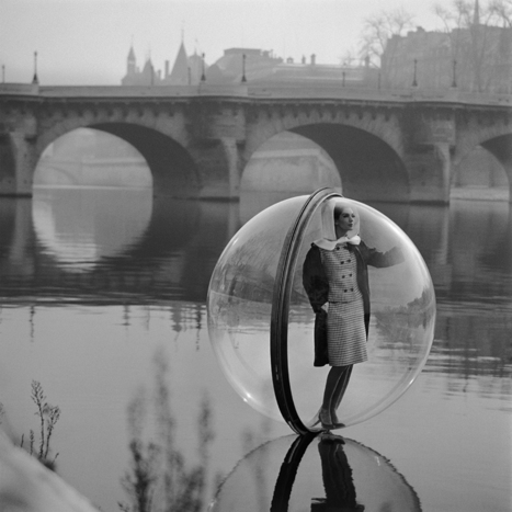 In the '60s, Models Floated Through Paris in Bubbles | Raw File | Wired.com | Post-Sapiens, les êtres technologiques | Scoop.it