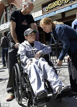 Boy, 11, wounded in Boston Marathon blast makes emotional return to the finish line | News | Scoop.it