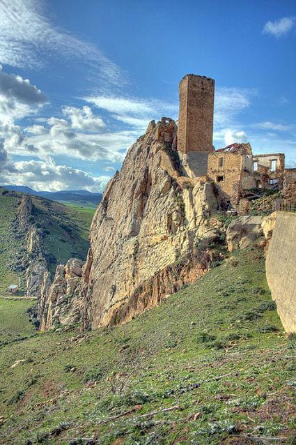 Castelli in Sicilia - Castello di Gresti o Pietratagliata - Aidone (Enna) - Le tue Vacanze in Sicilia - VacanzeSiciliane.net | Vacanze In Sicilia | Scoop.it