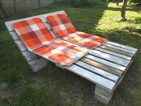 Garden Sun Lounger from 2 Pallets   1001 Pallets ideas !   Scoop.it