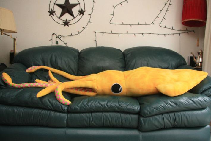 DIY 8-foot giant squid pillow | Walking On Sunshine | Scoop.it