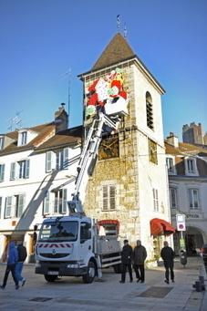 24 heures en ville. Dernières touches aux décorations de Noël - Le Progrès   Vive Noël !   Scoop.it