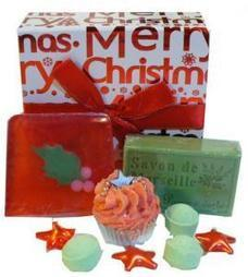 Mini coffret Merry Christmas - L'Accro du Bain   L'Accro du Bain boutique de produits pour le bain et savons gourmands:boule de bain, savons de Marseille,savon artisanal,cupcake de bain, savons cupcakes   Scoop.it