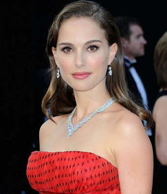 Natalie Portman Bra Size, Weight, Height, Body Measurements | Celebs Wiki | Celebrities Height, Weight, Bra Size | Scoop.it