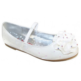 Girls Wedding Shoes – A Few Things To Know   The Sparkle Club   Scoop.it