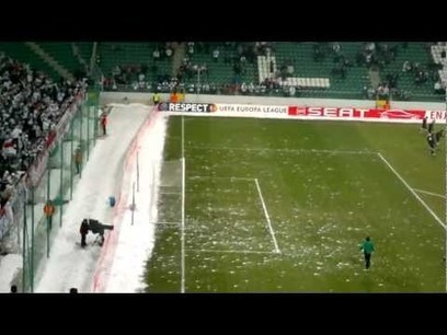 Żyleta - Salwa śnieżek / fans throwing snowballs at the players of Sporting   What is it Like to Be An E.T?   Scoop.it