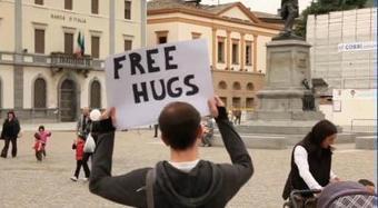 Free hugs – Abbracci gratis   CGMA Généalogie   Scoop.it