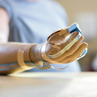 A Prosthetic Hand That Sends Feelings to Its Wearer | Keep In The Know | Scoop.it