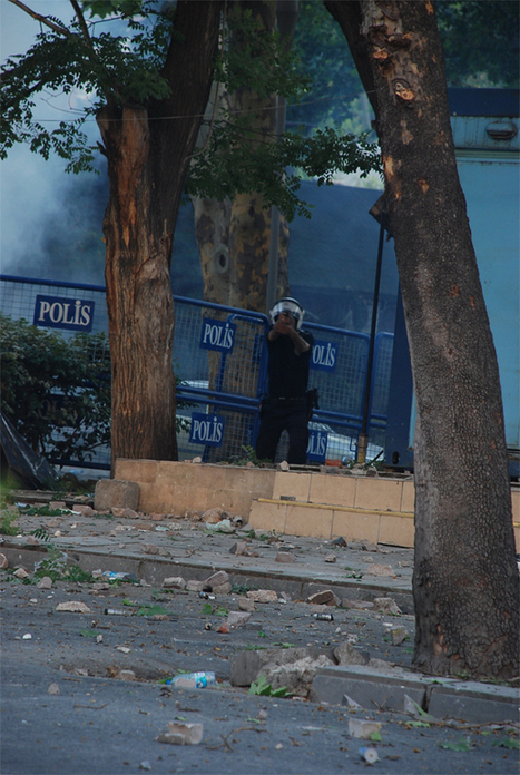 Ankara polisi gerçek mermi kullandı: Başından yaralanan eylemcinin hayati tehlikesi var | Edebiyat,Şiir, Edebiyat, Edebiyat Sitesi Roman,Edebiyat dersi,Türkçe Dil Bilgisi | edebiyat | Scoop.it
